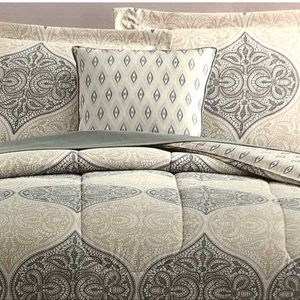 Other - BNWT King 8 pieces comforter set